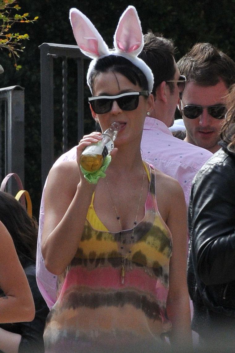Katy Perry - Bikini at Easter Eggs