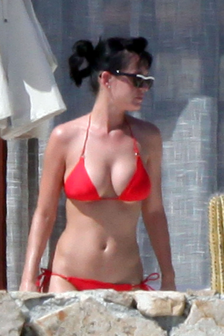Katy Perry - Bikini with Russell Brand in Mexico