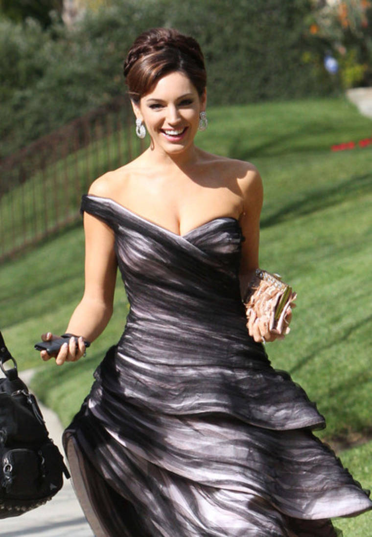 Kelly Brook heading to the 82nd Academy Awards