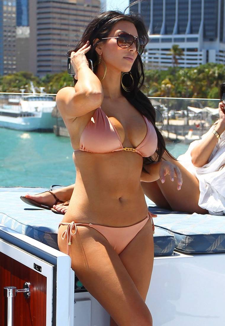 Kim Kardashian Bikini in Miami 2010 HQ