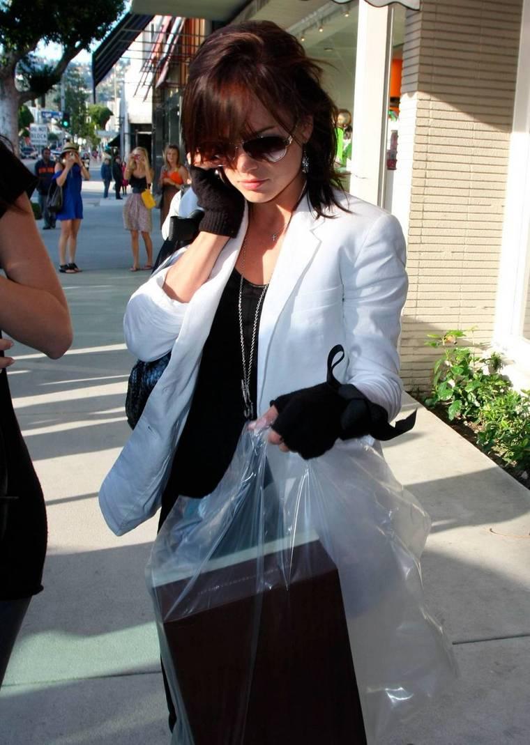 Mena Suvari Shopping in LA