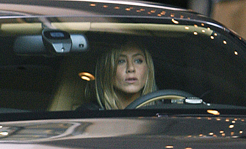 jenifer-aniston-in-bentley-1