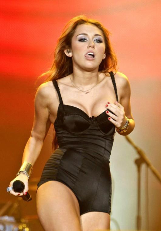 Miley Cyrus – Video – Rock in Rio music festival in Arganda del Rey
