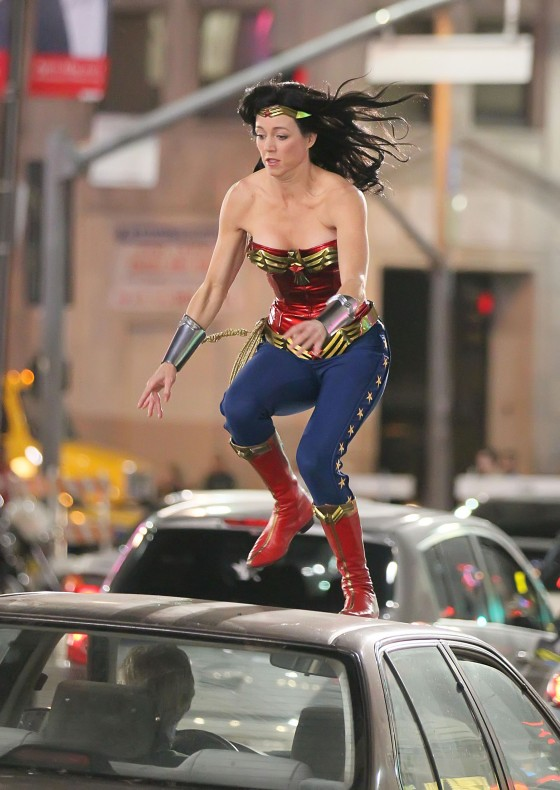 Adrianne-Palicki-On-the-set-of-Wonder-Woman-in-LA-03-29-11-15-560x790.jpg