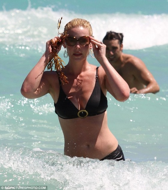 Katherine Heigl hit the beach in Miami today looking stunning in a hot black bikini.  Read more: http://www.dailymail.co.uk/tvshowbiz/article-1367755/Katherine-Heigl-shows-slimline-body-black-bikini-sunning-Miami.html#ixzz1GzPDmEd2