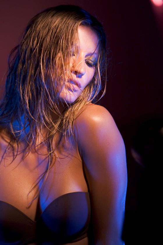 Gisele bundchen - Behind the Scenes at Victoria's Secret Very S*** Shoot
