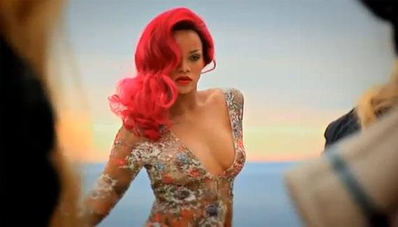 Rihanna bán nude táo bạo trên tạp chí Vogue tháng 5