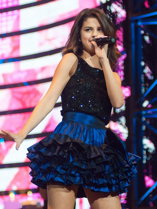 Selena Gomez sexy look concert in texas