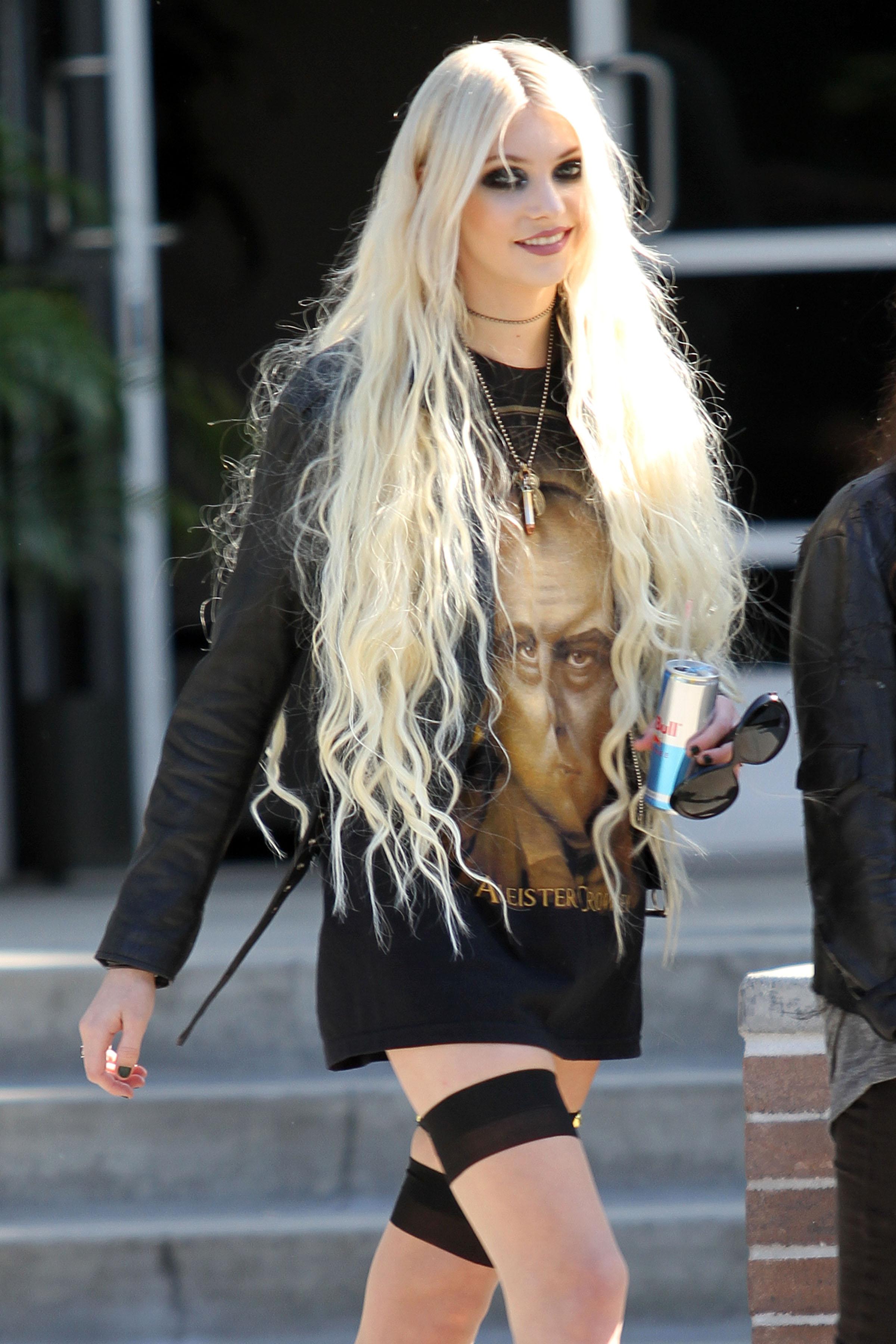 Taylor Momsen - GotCel...