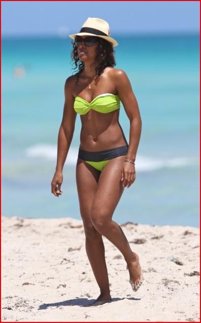 Kelly Rowland – Beach Bikini Candids
