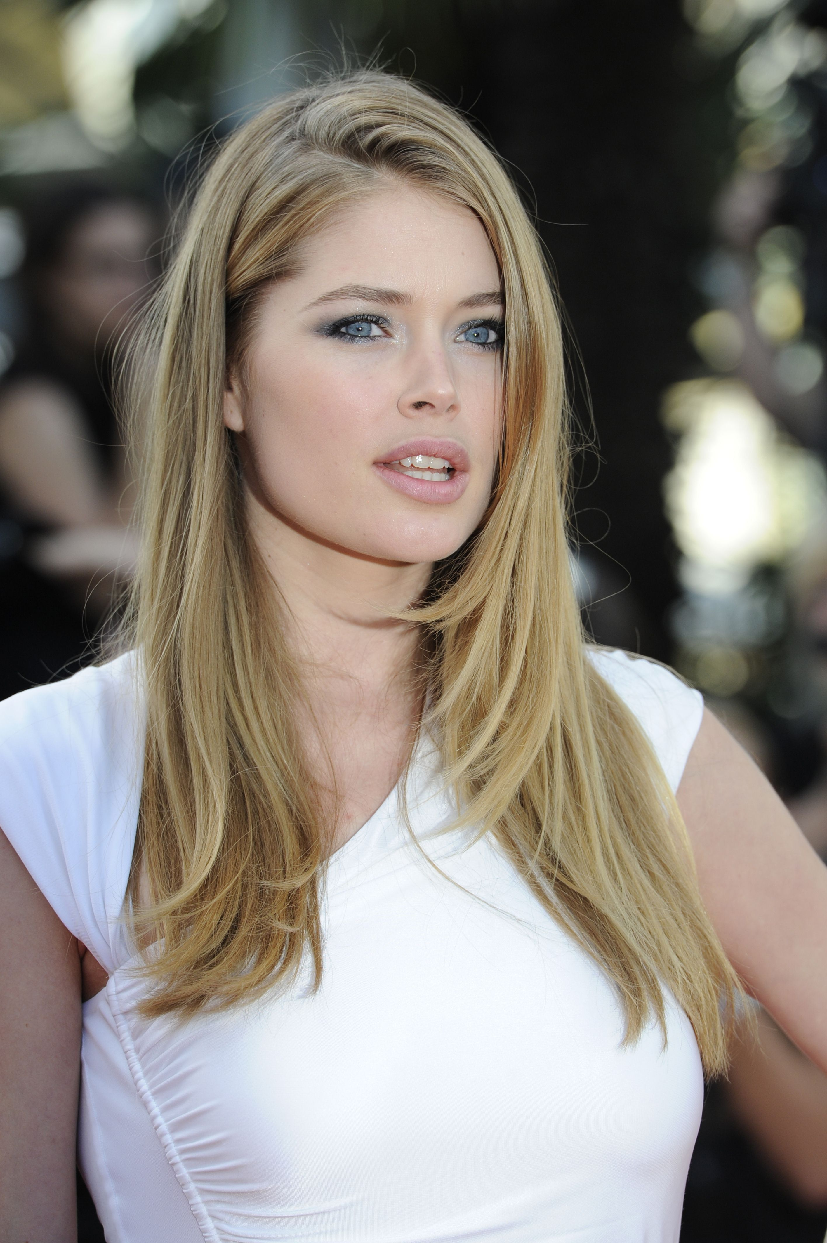Model Doutzen Kroes Poses On The Red Carpet Before The