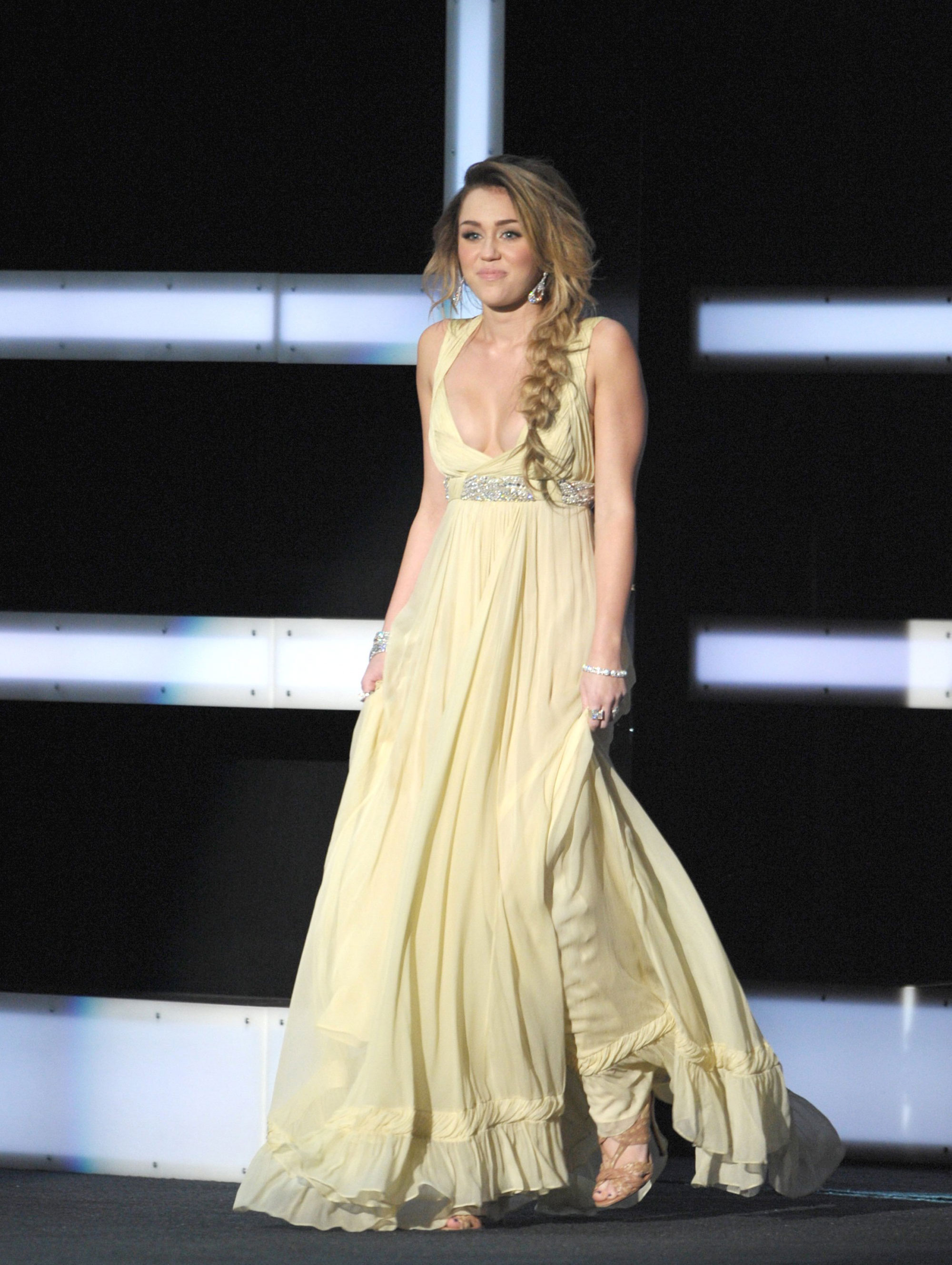 Back to FULL gallery Miley Cyrus – 2011 CNN Heroes An All-Star ... Emma Watson