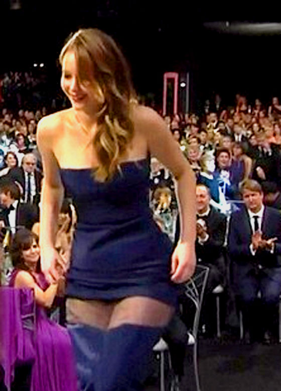 JENNIFER LAWRENCE rips dress at SAG 2013