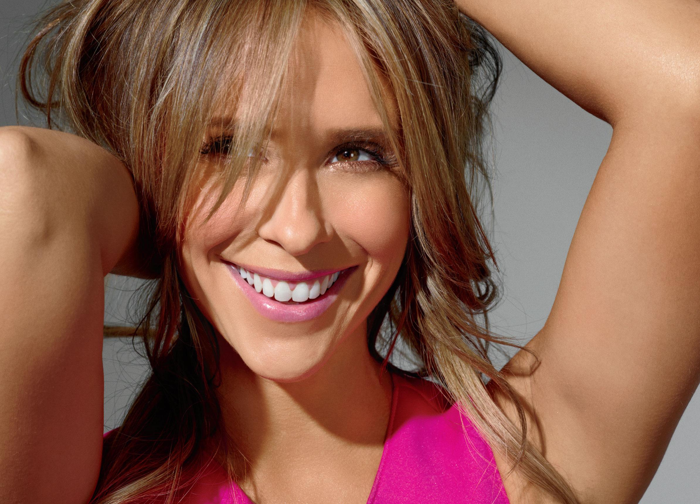 Shape-Jennifer-Love-Hewitt- GotCeleb