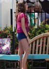 Sarah-Hyland-Poolside-shorts-Set-Modern-Family -1