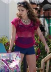Sarah-Hyland-Poolside-shorts-Set-Modern-Family -2