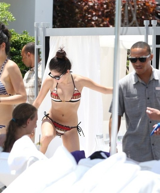 Selena-Gomez-bikini-by-the-pool-in-Miami-