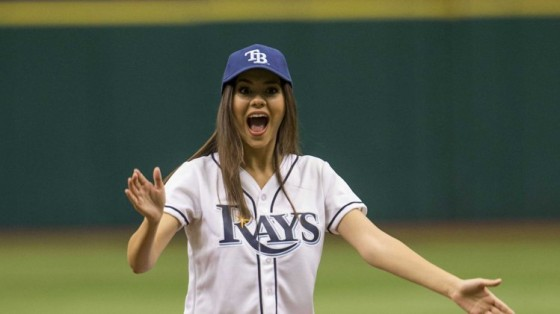 Victoria_Justice_Throwing-First-Pitch_2013_6