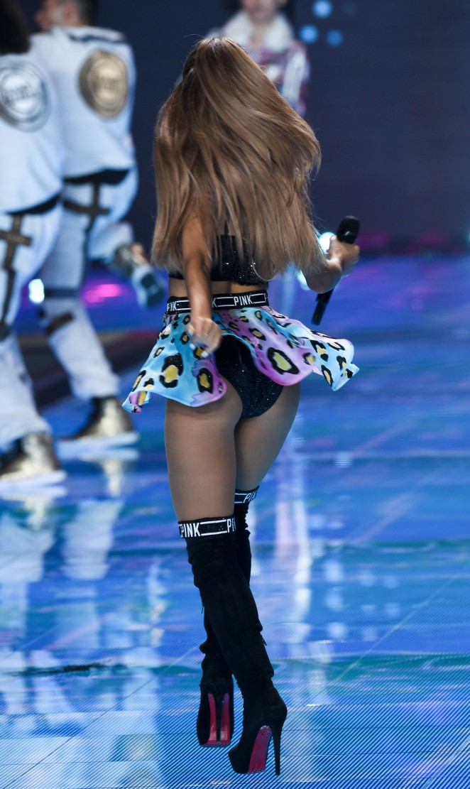 Ariana-Grande7