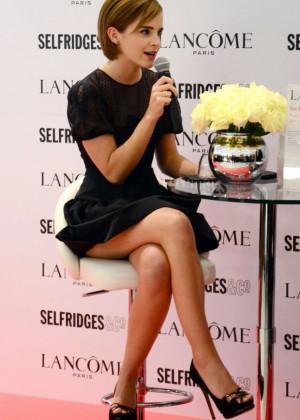 Emma-Watson-Hot -at-Selfridges-2015-08-620x1042