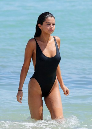Selena-Gomez3