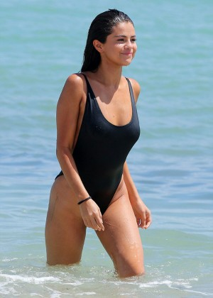 Selena-Gomez5