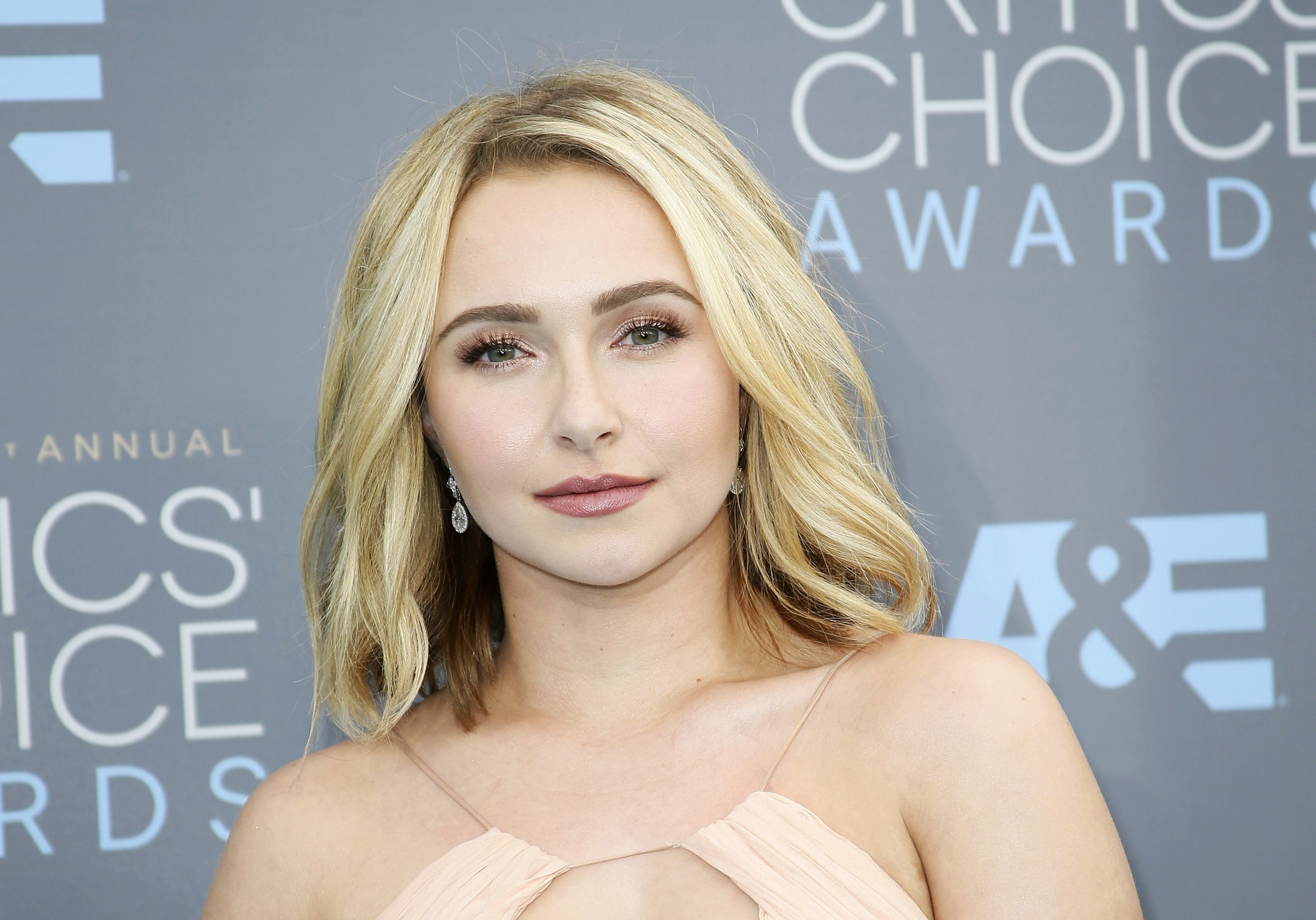 Awesome Hayden Panettiere 2016 Critics Choice Awards 11 Gotceleb Hairstyles For Men Maxibearus