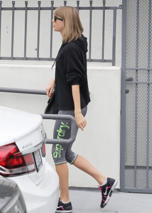 Taylor Swift in Tights12