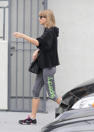 Taylor Swift in Tights13