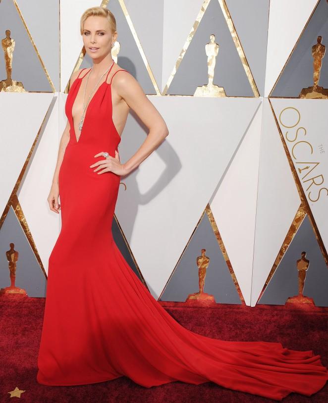 Charlize Theron: 2016 Oscars8