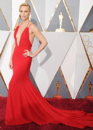 Charlize Theron: 2016 Oscars7