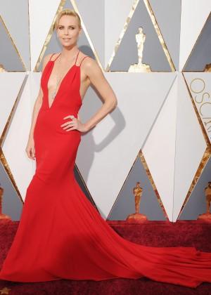 Charlize Theron: 2016 Oscars6