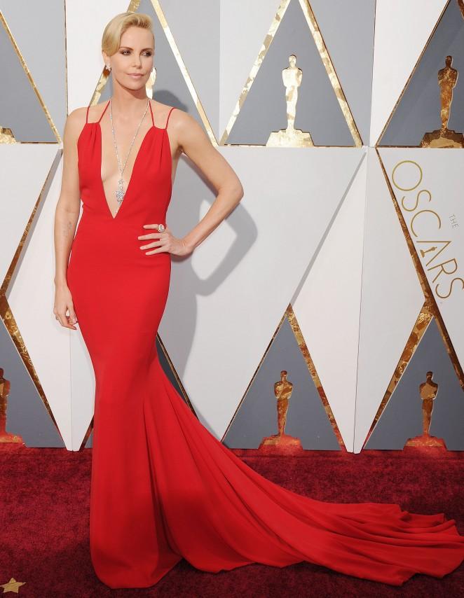 Charlize Theron: 2016 Oscars3