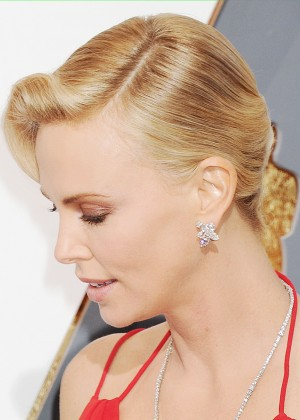 Charlize Theron: 2016 Oscars1