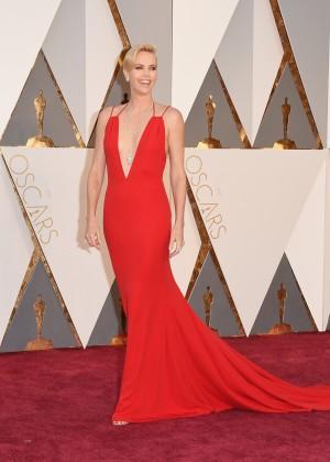 Charlize Theron: 2016 Oscars17