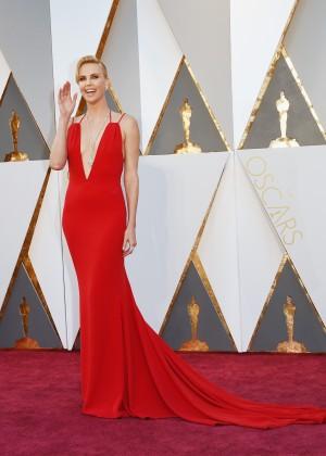 Charlize Theron: 2016 Oscars16