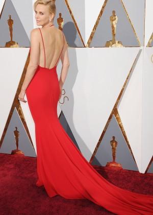 Charlize Theron: 2016 Oscars15