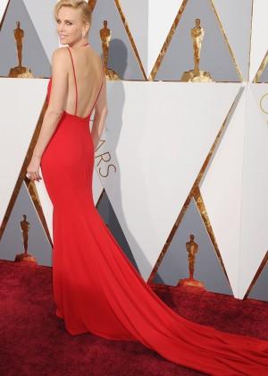 Charlize Theron: 2016 Oscars14