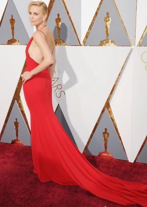 Charlize Theron: 2016 Oscars13
