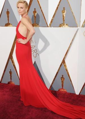 Charlize Theron: 2016 Oscars12