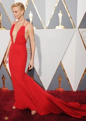 Charlize Theron: 2016 Oscars11
