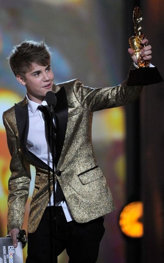 2011-billboard-music-awards-pics-04
