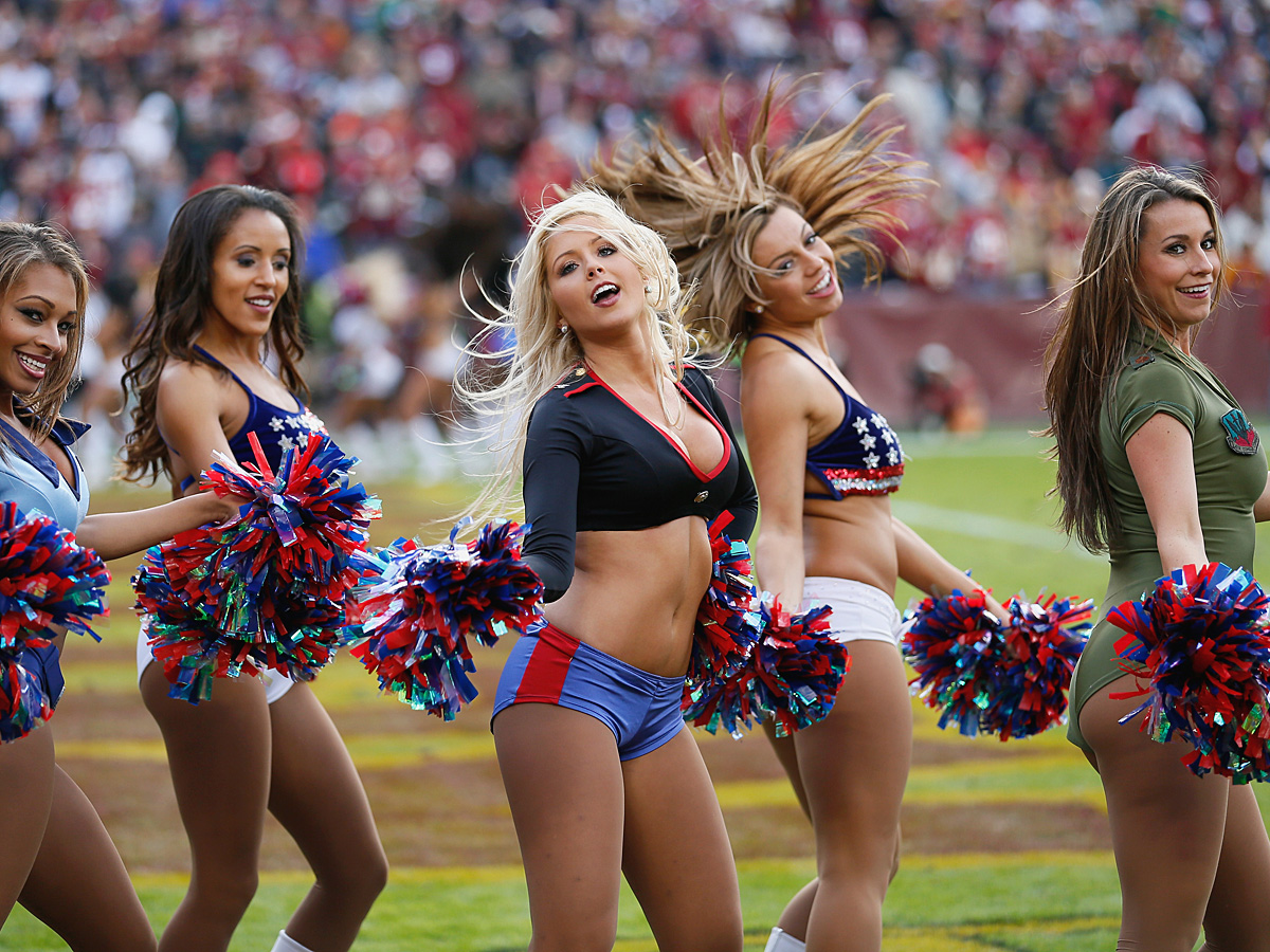 NFL Cheerleaders-10 - Full Size