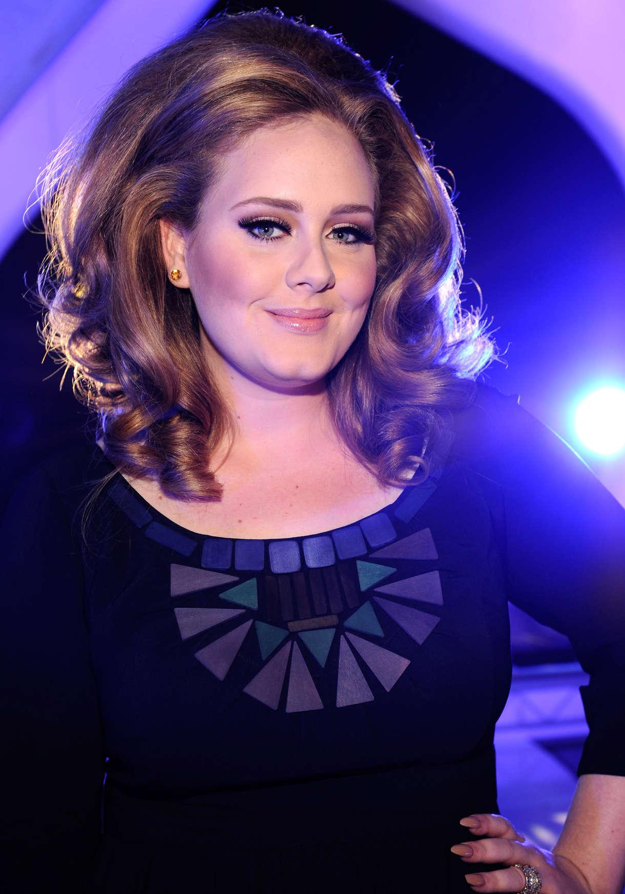 http://www.gotceleb.com/wp-content/uploads/celebrities/adele-2011/mtv-video-music-awards/Adele%20-%202011%20MTV%20Video%20Music%20Awards-02.jpg