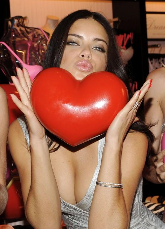 Adriana Lima Victorias Secret Valentines day-06