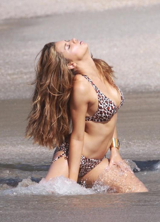 adriana-lima-bikini-photoshoot-for-victorias-secret-in-st-barts-12