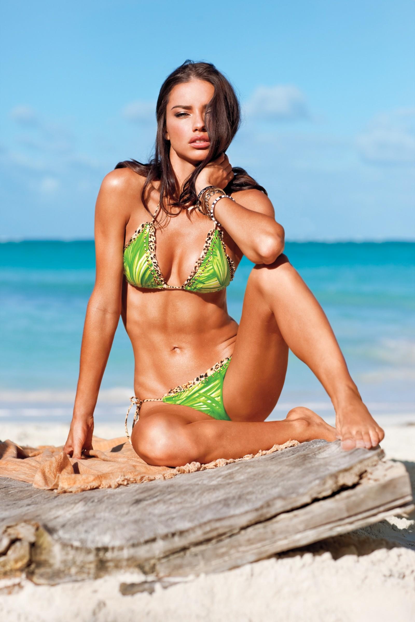 Адриана лима фото с пляжа