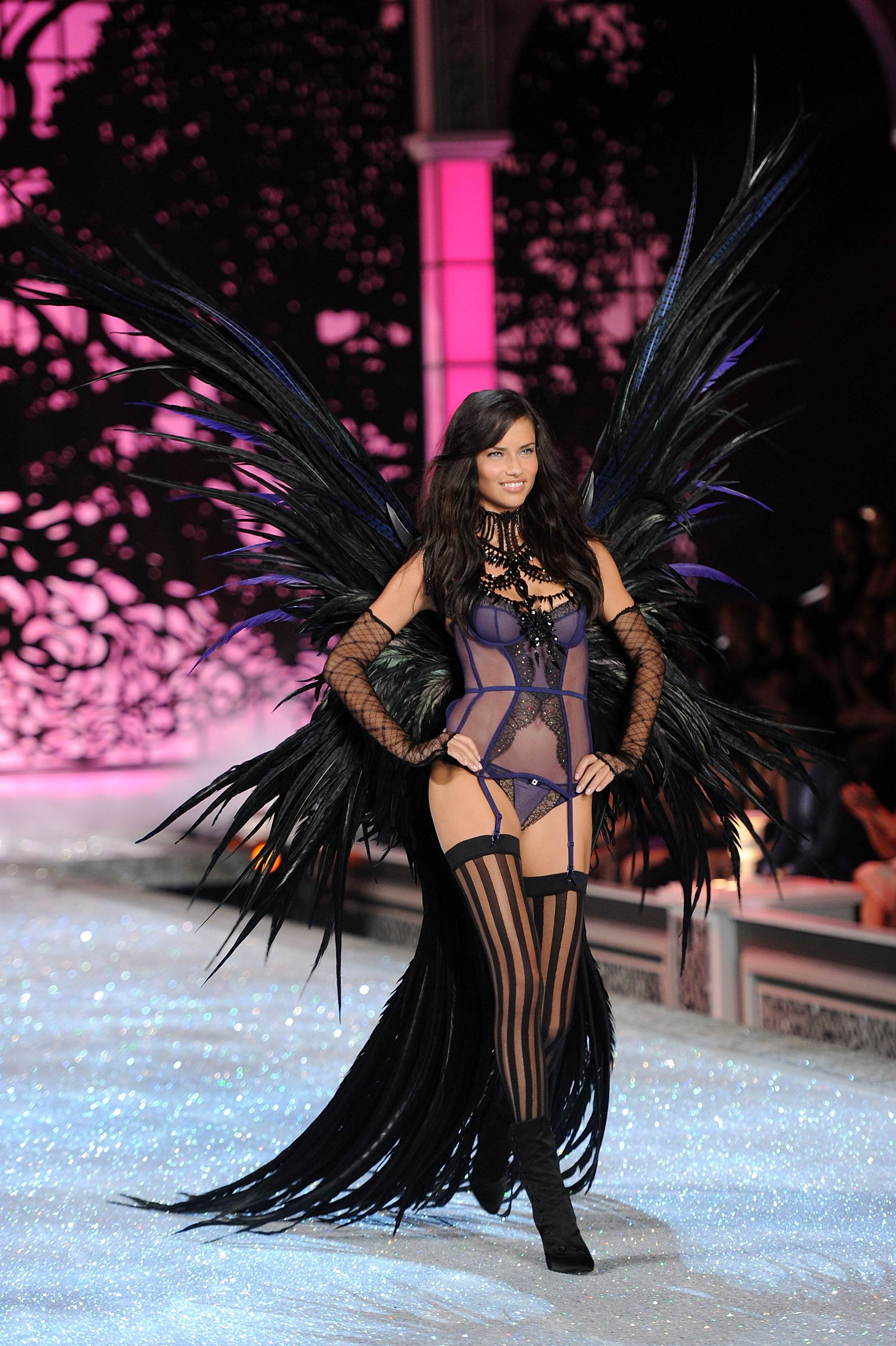 Victorias secret fashion show 2011 - Adriana Lima Victoria S Secret Fashion Show 2011