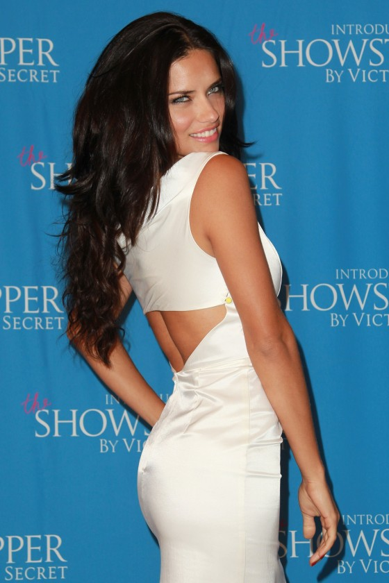 Adriana Lima – Victoria's Secret launch of Showstopper