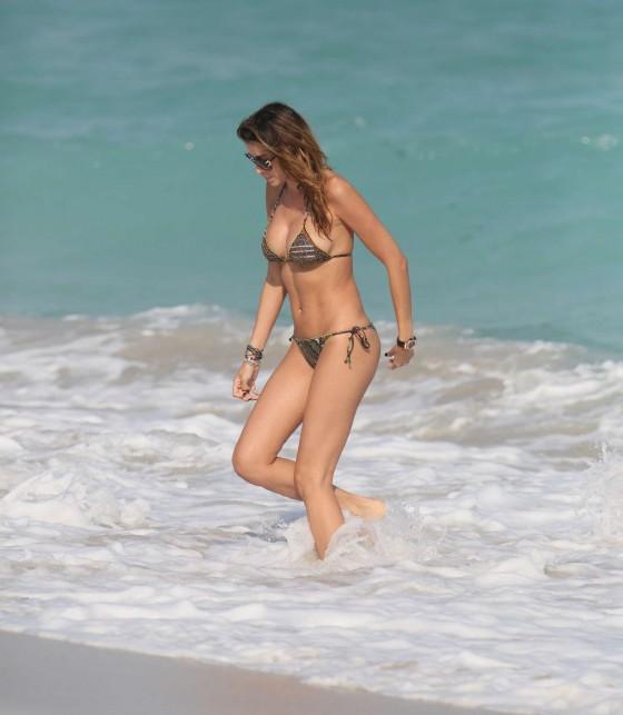 Aida Yespica – Bikini in Miami-06